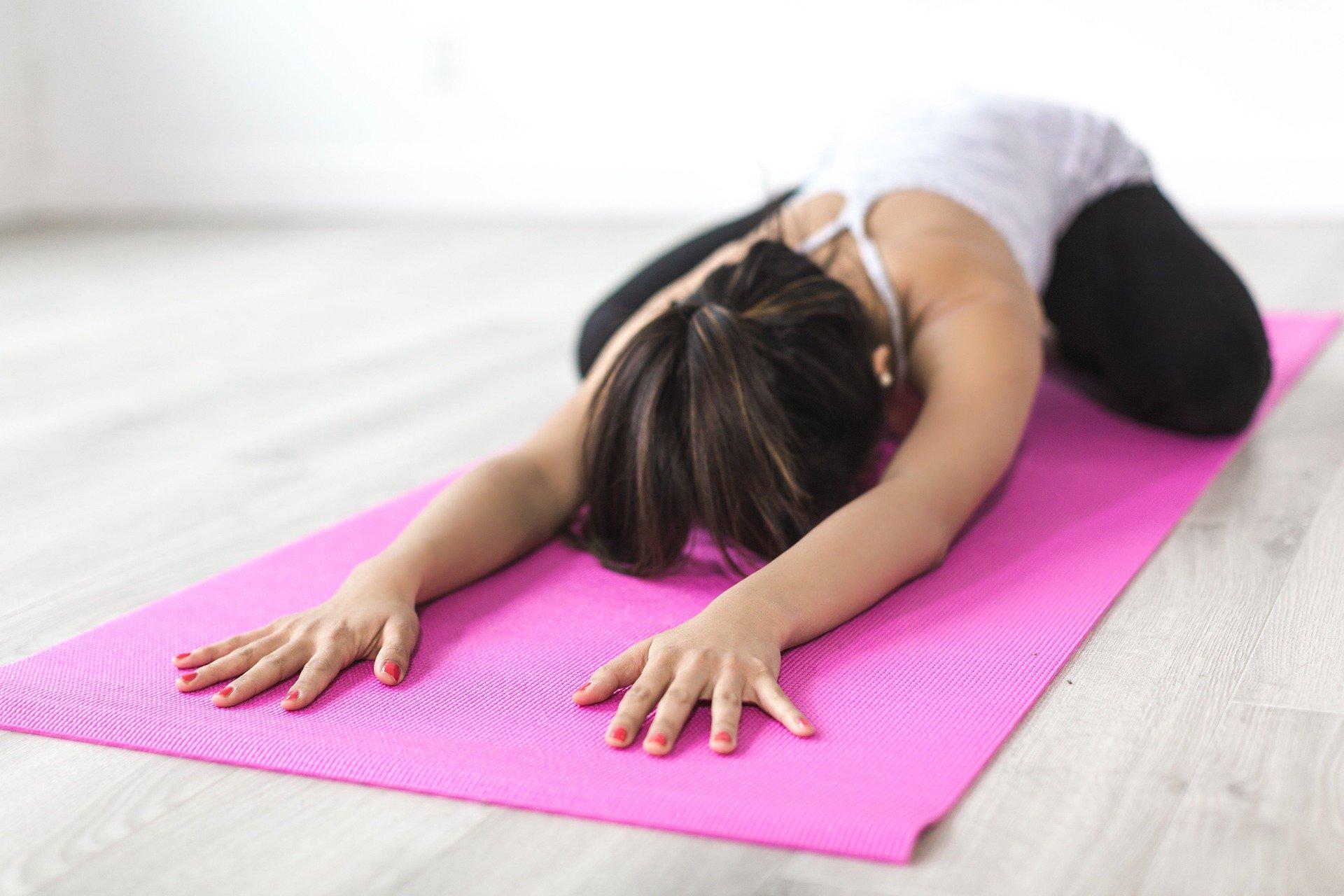 yoga_people-2573216_1920